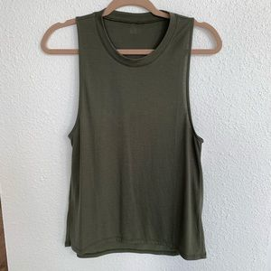 Alo yoga high low muscle tank XS in Jungle